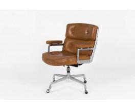 Fauteuil de bureau Eames modele Lobby en cuir marron edition Mobilier International 1960