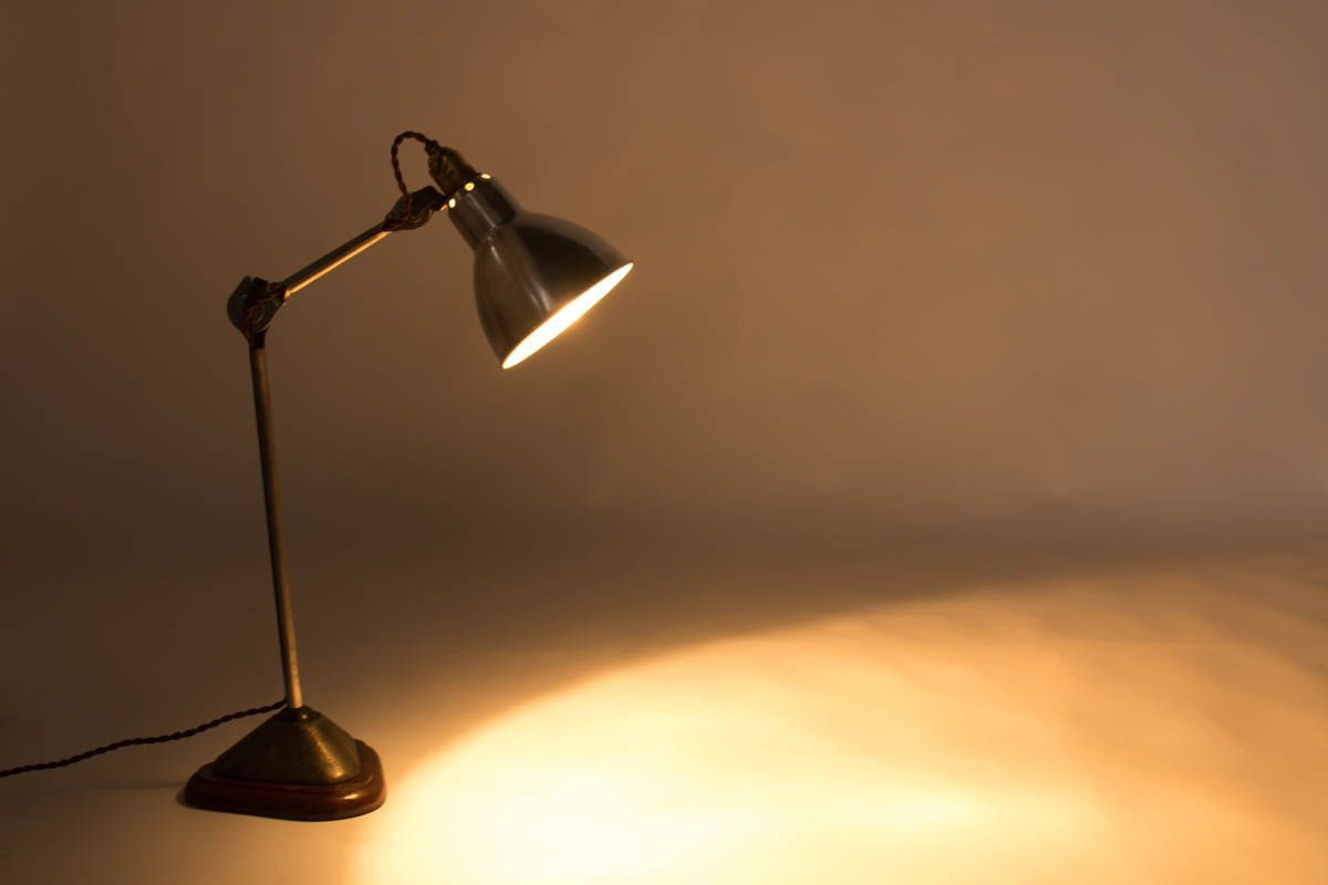 Lampe de bureau modele 206 nickele socle chene Bernard Albin Gras edition Ravel Clamart 1921