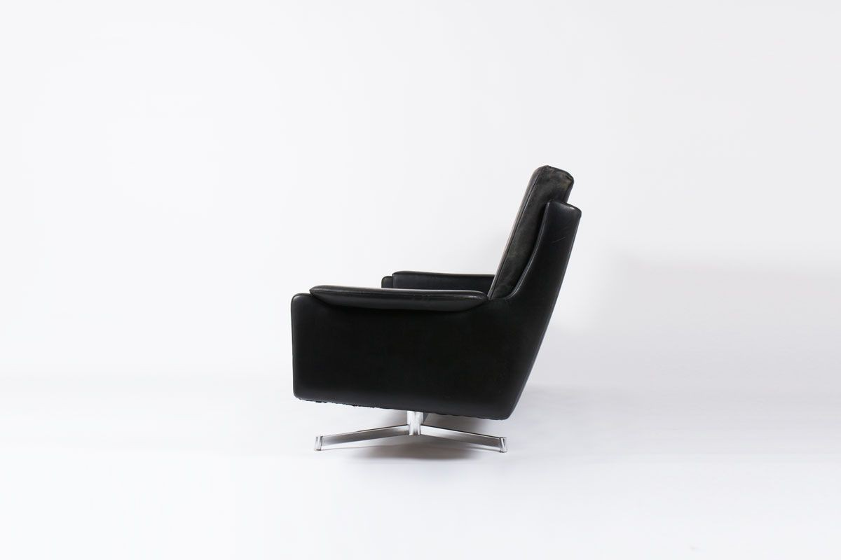 Canape 4 places en cuir et pietement en chrome design danois 1960
