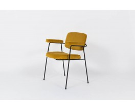 Fauteuil Pierre Paulin modele CM197 velours jaune moutarde edition Thonet 1950