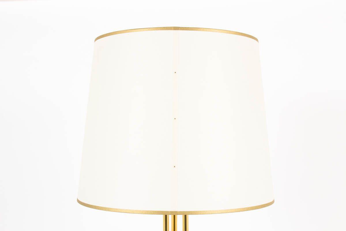 Lampadaires en metal dore et abat-jour blanc design chic 1950 set de 2