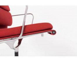 Fauteuil de bureau Eames modele EA 208 serie Soft Pad tissu rouge brique edition Vitra 1970