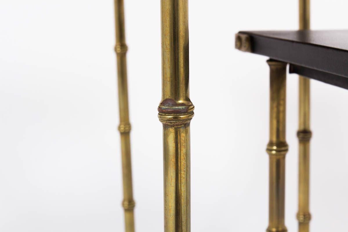 Tables basses gigognes Jacques Adnet en laiton et cuir noir 1950