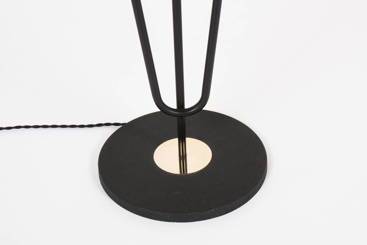 Lampadaire 3 bras structure en metal noir et laiton abat-jours beige edition Arlus 1950
