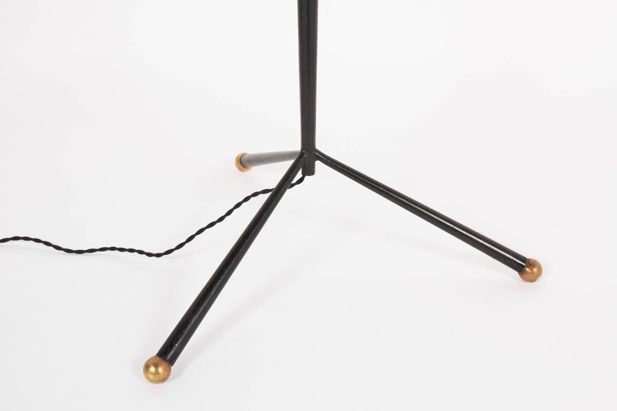 Lampadaire droit tripode en metal noir et laiton 1950