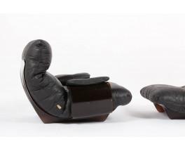Fauteuil et repose pieds Michel Ducaroy modele Marsala en cuir noir edition Ligne Roset 1970