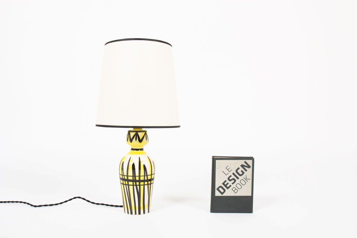 Lampe en ceramique blanche motifs jaune et noir abat-jour beige 1950