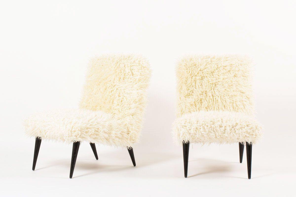 Chauffeuses en chene et tissu poil blanc imitation agneau de Mongolie 1950 set de 2