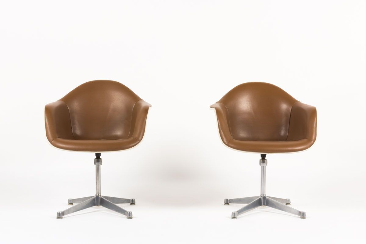 Fauteuils Charles et Ray Eames skai marron edition Herman Miller 1960 set de 2
