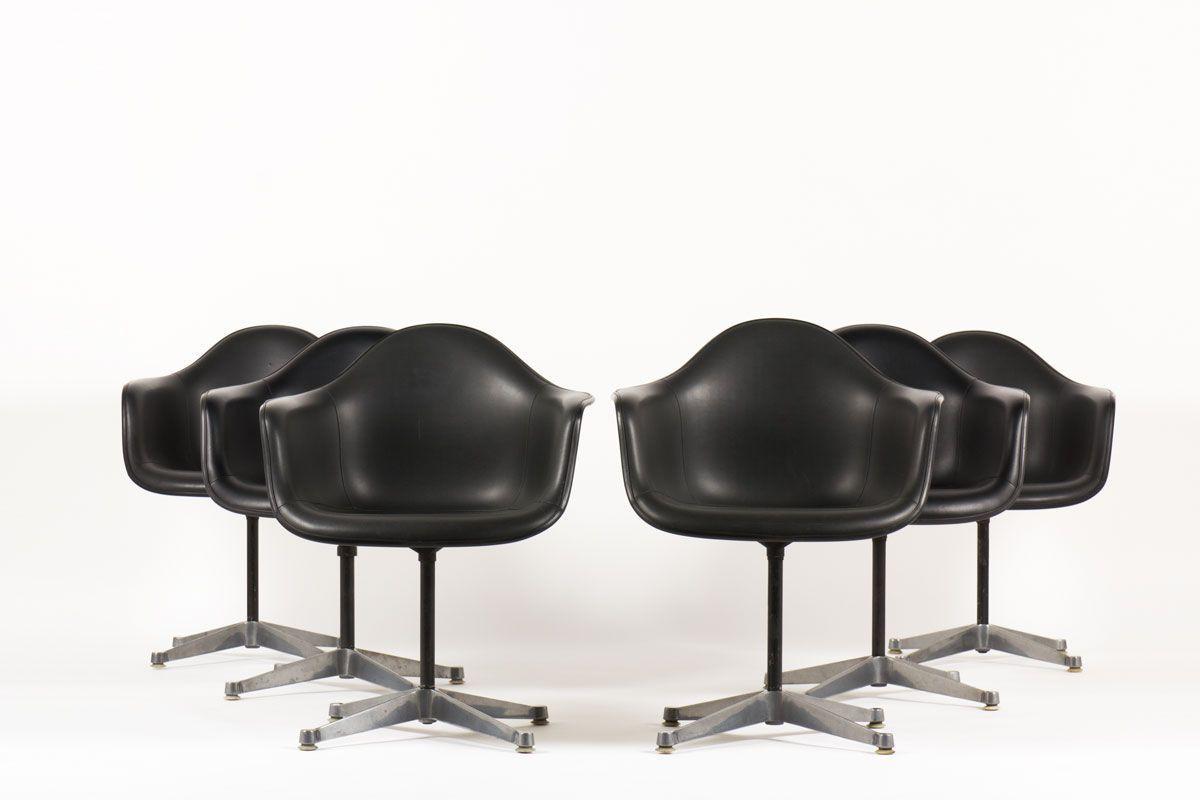 Fauteuils de bureau Charles et Ray Eames pivotants pieds fixes en skai noir edition Herman Miller 1960 set de 6