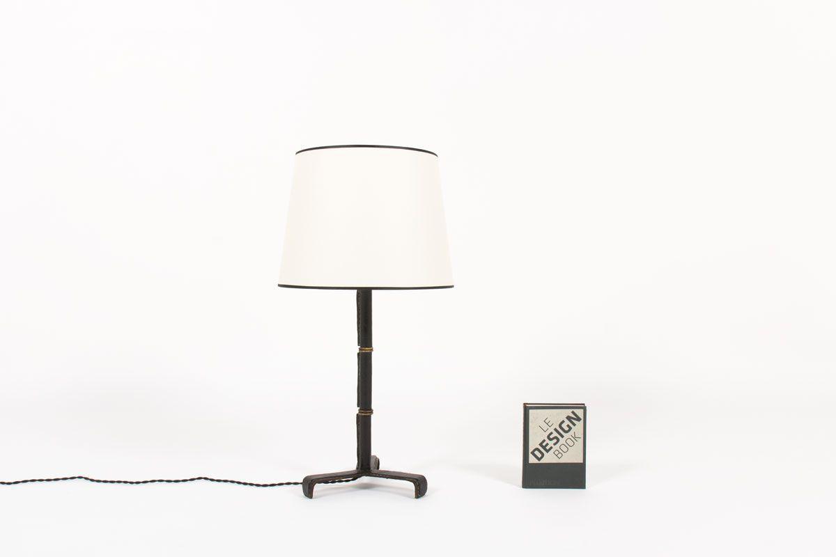 Lampe Jacques Adnet en cuir pique sellier noir abat-jour beige 1955