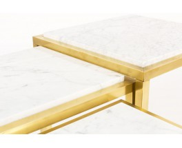 Tables basses gigognes laiton et plateau en marbre de Carrare 1950 set de 3