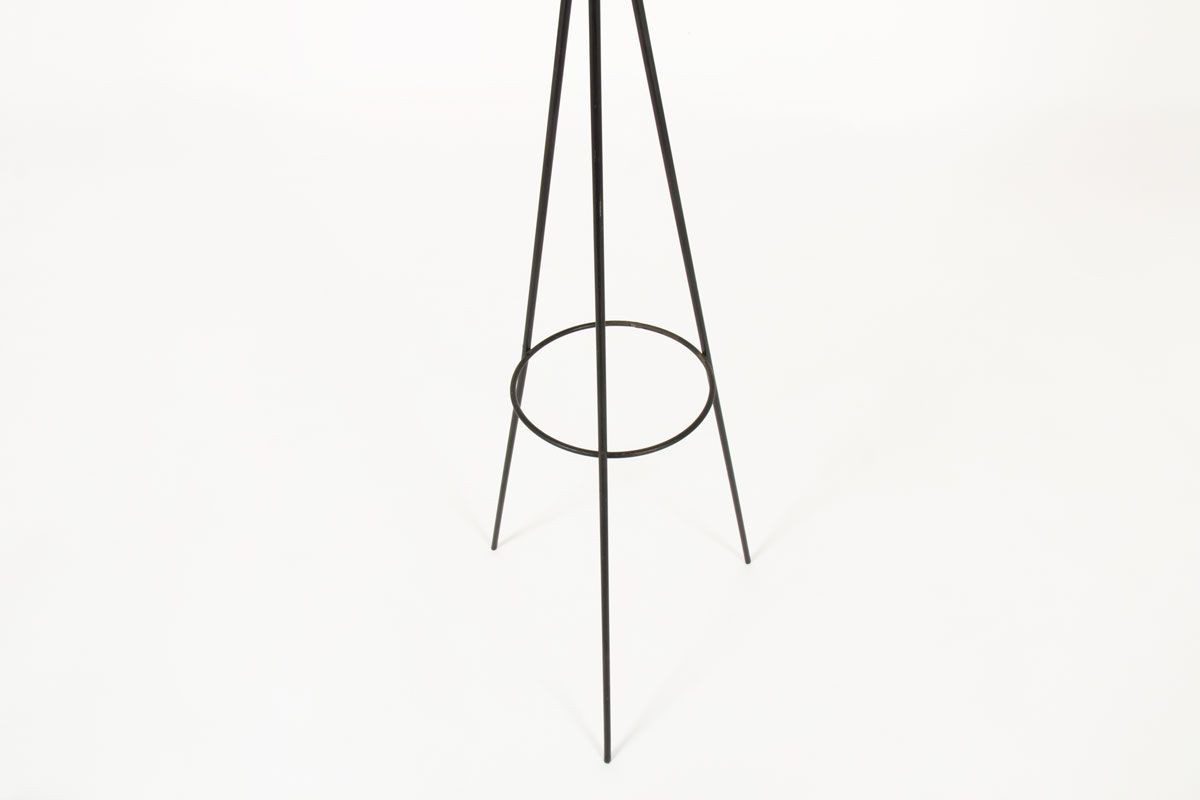 Lampadaire tripode metal noir et rotin 1950