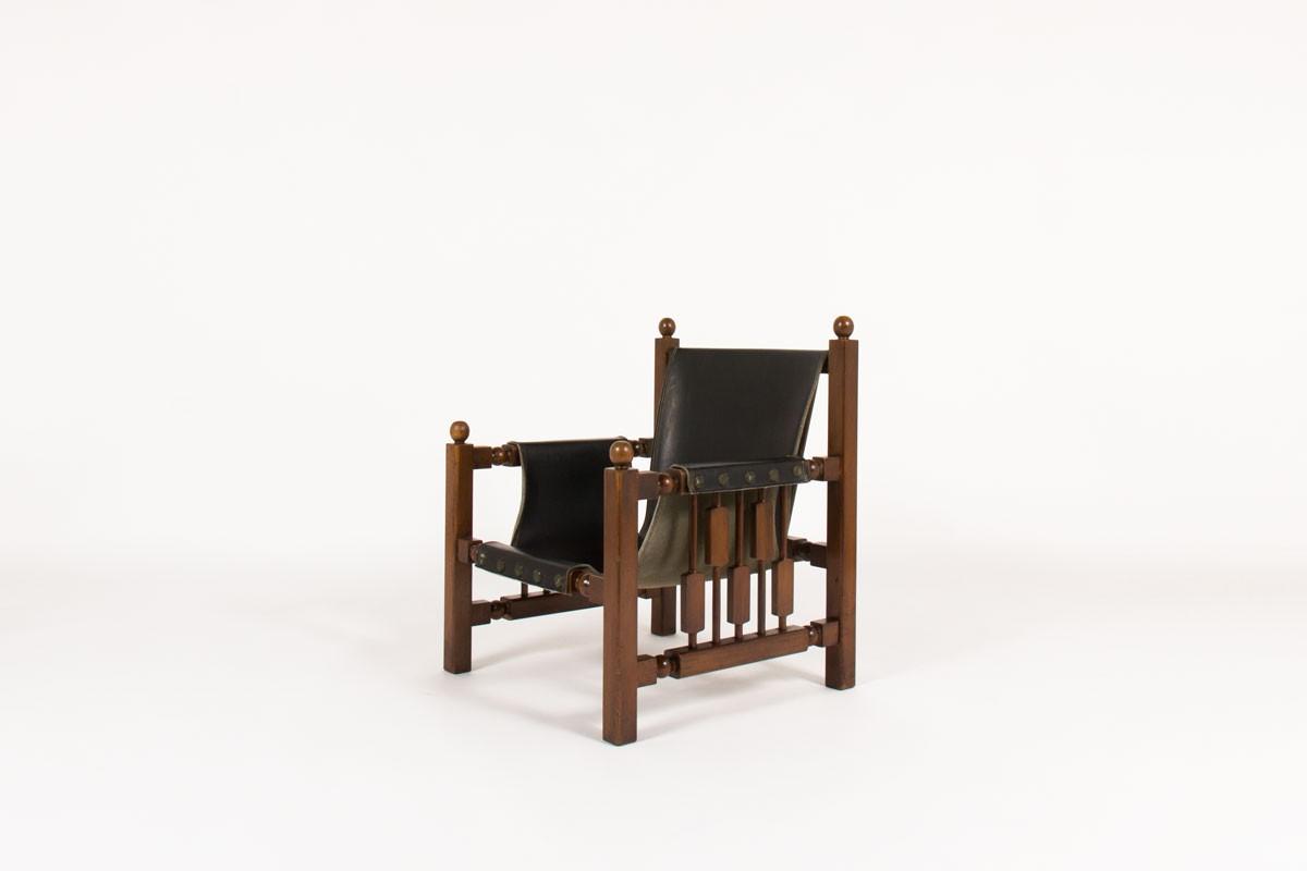 Fauteuil en chêne et skaï noir design espagnol 1950