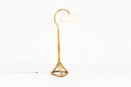 Floor lamp in rattan with beige round lampshade 1950