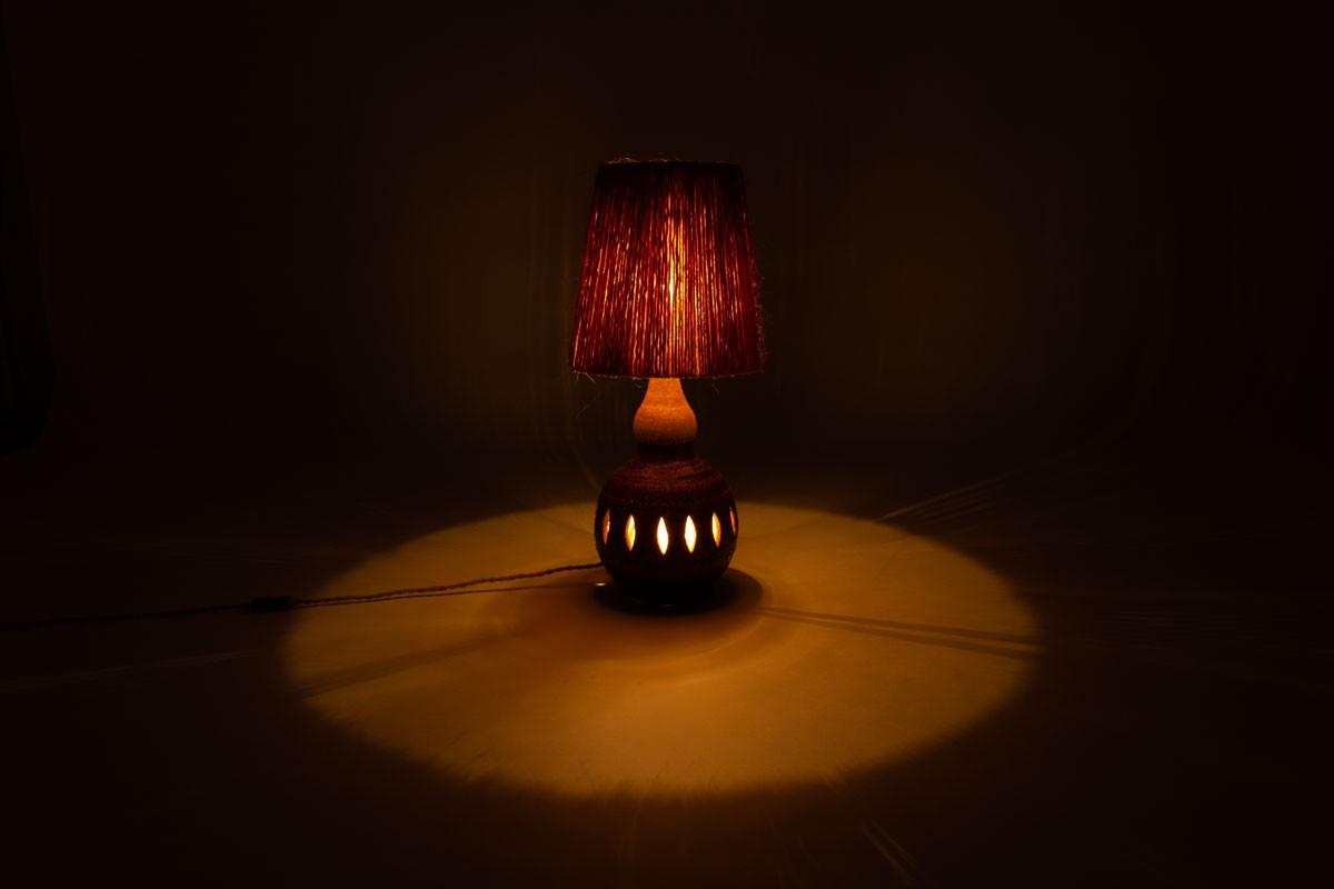 Lampe Georges Pelletier en céramique marron et abat-jour corde 1960