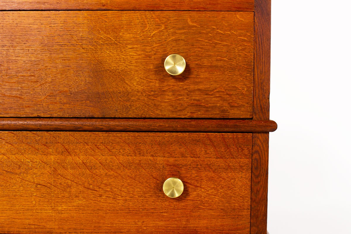 Meuble en chêne et laiton à tiroirs design Art Déco 1930