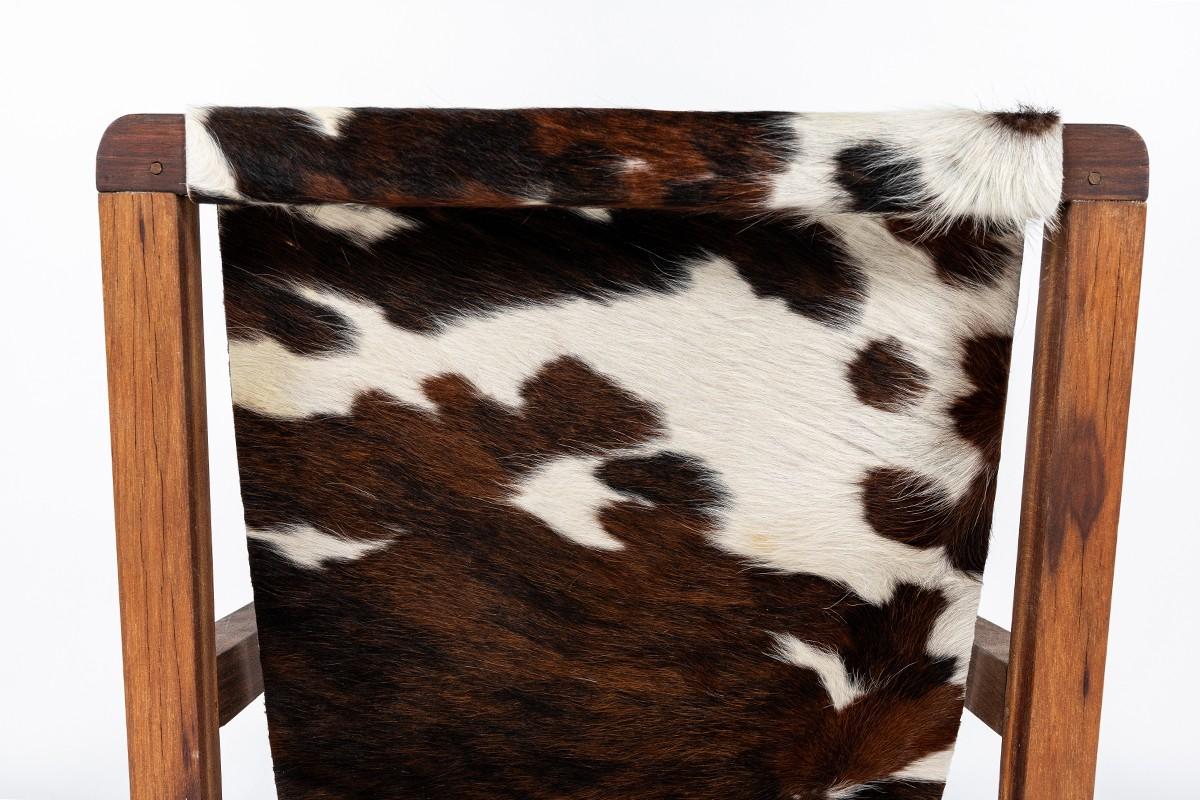 Fauteuil en acajou et assise peau de vache 1950