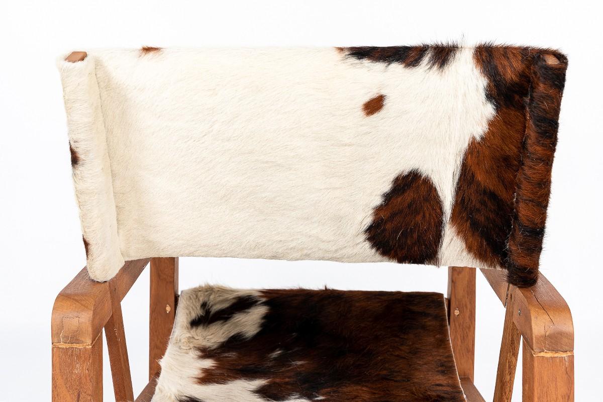 Fauteuils en acajou et peau de vache 1950 set de 2